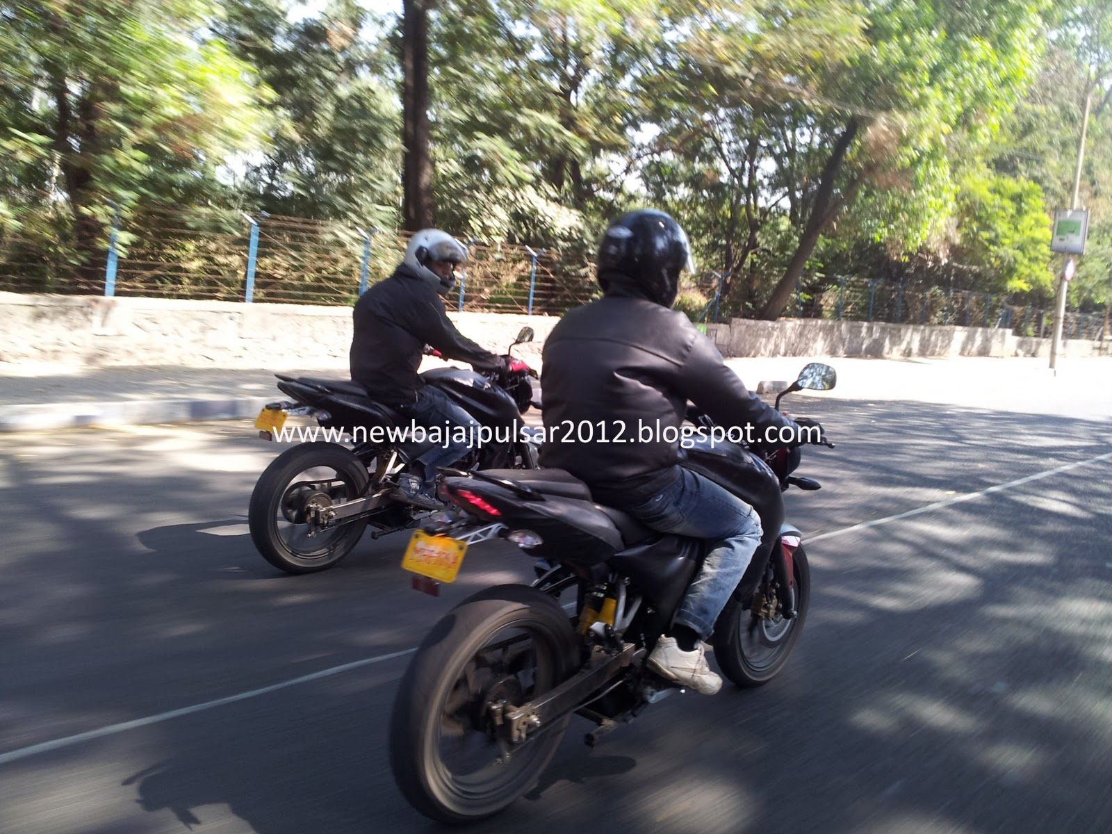 Bajaj Pulsar 2012, have a closer look